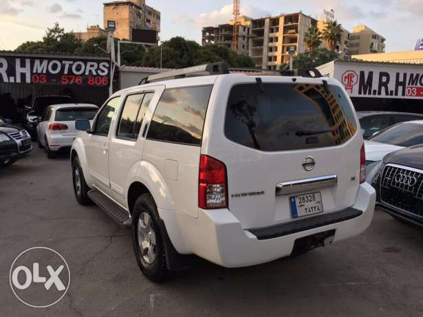 Nissan Pathfinder 2005 White in Excellent Condition! بوشرية -  5
