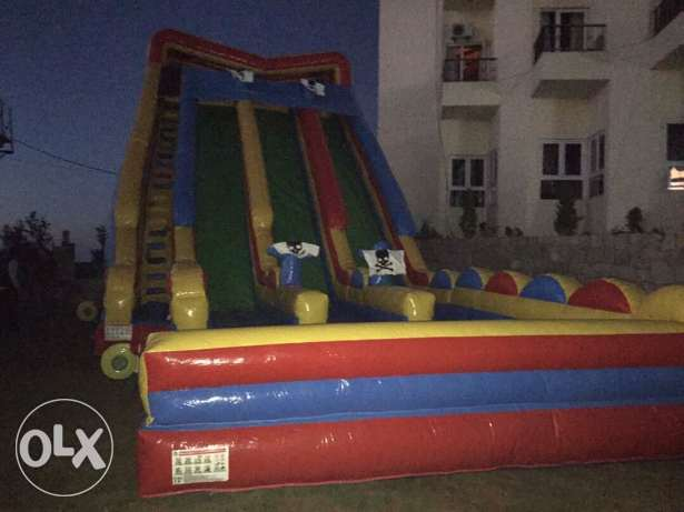 inflatable game with 3 air blowers all in good condition