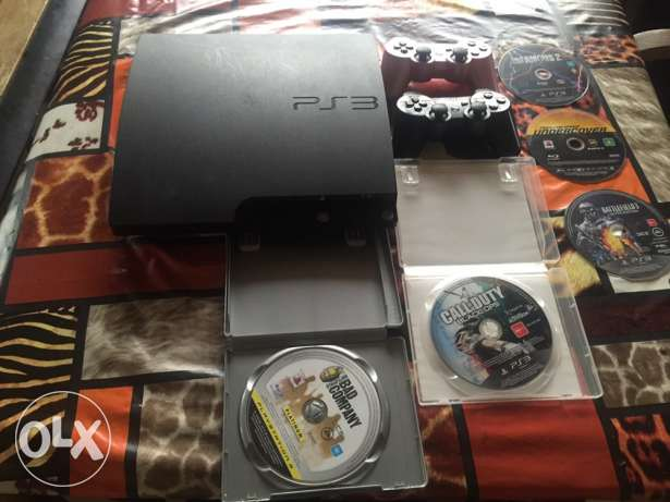 ps3 with 5 games and two controllers