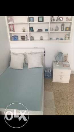 bed for a kid (between 0 and 7 years old)