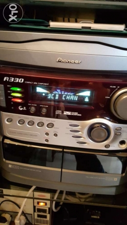 Pionner stereo device with 3 cd player