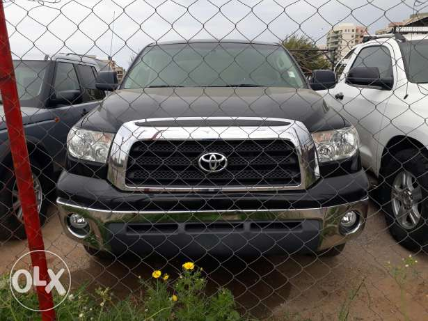 Toyotaa tundraa for salee verry clean!!!