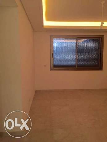 Ramlet Bayda: 365m apartment for sale مار الياس -  2