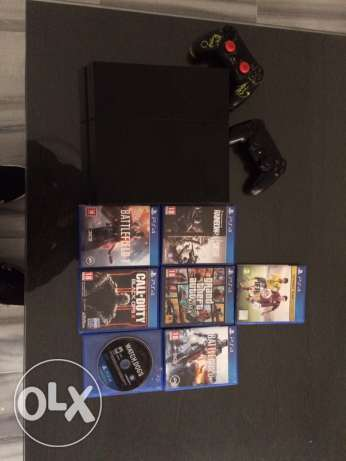 playstation 4 with 4 games and 2 controllers + cooler stand