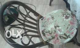 Table with 4 chair for garden