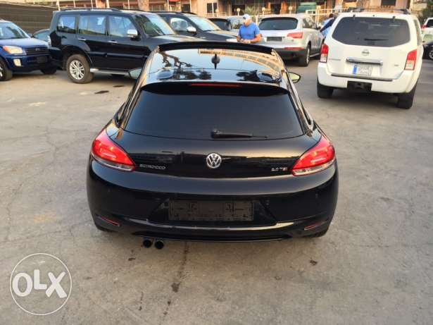 VW Sirocco 2.0T 2011 Black/Basket Top of the Line Like New! بوشرية -  7