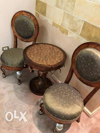 Round Wooden Table & Chairs - Great Condition