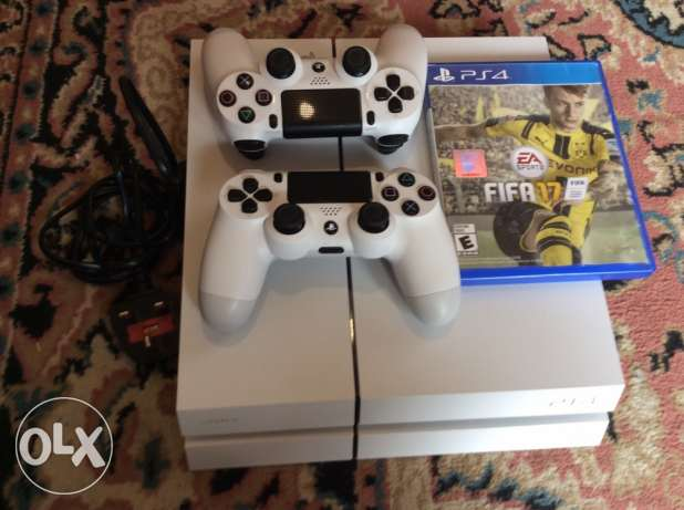 PS4 ma3 cd FIFA17 w 2 joysticks 350$ mesta3mle jom3a wa7de