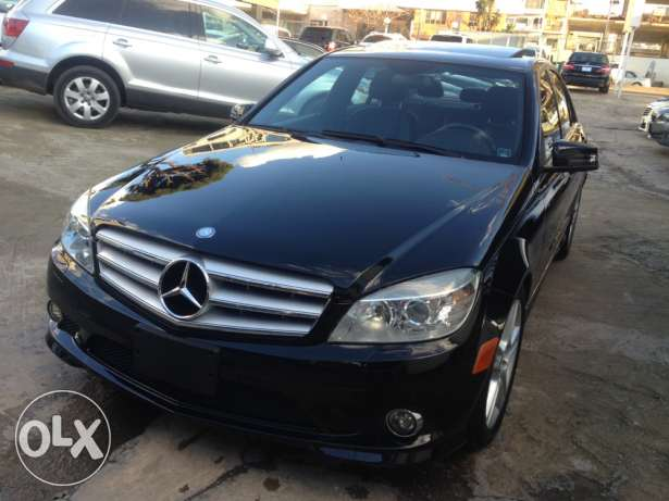 2010 Mercedes benz c300 black/black full option