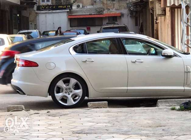 jaguar XF supercharged , extra clean
