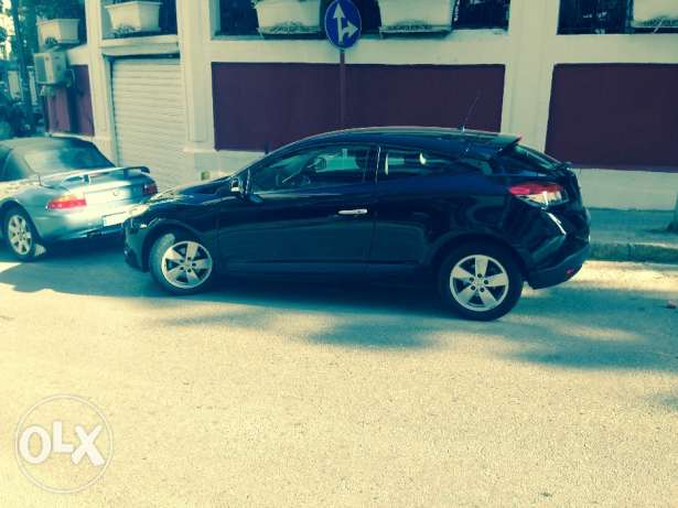 Renault Megane Coupe 2012/ Black/ Enhanced Speakers/ Great Condition أشرفية -  6