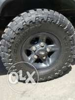 4 rims land rover and 4 tires Toyo