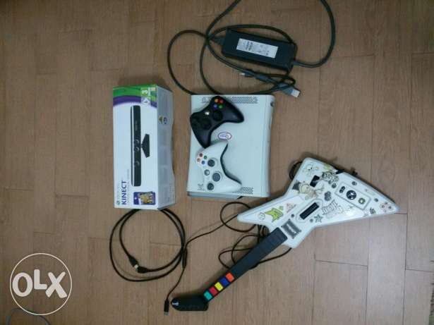 Xbox 360 2 controllers, 12gb, 100+ game, kinect
