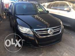 Tiguan 2009 ajnabieh 4x4 panoramic leather new tires black black ..
