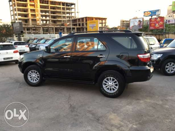 Toyota Fortuner Black 2011 Top of the Line in Excellent Condition! بوشرية -  5