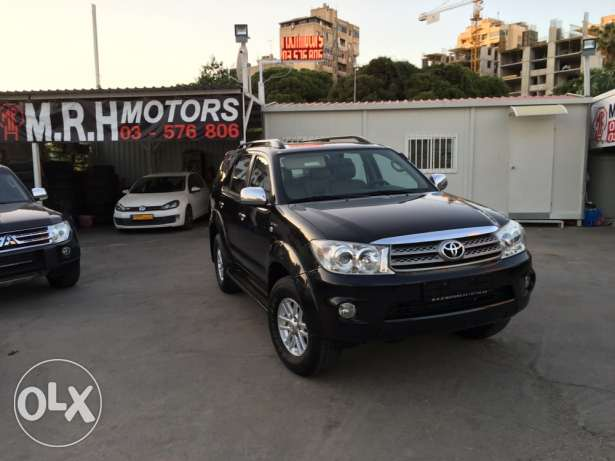 Toyota Fortuner Black 2011 Top of the Line in Excellent Condition! بوشرية -  1
