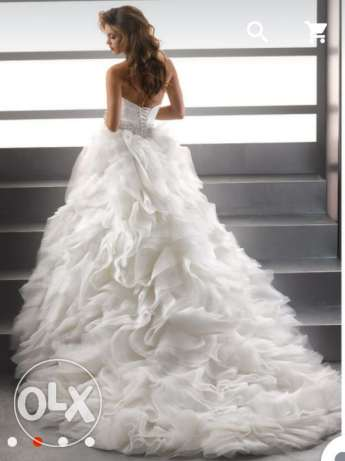 Single used wedding dress