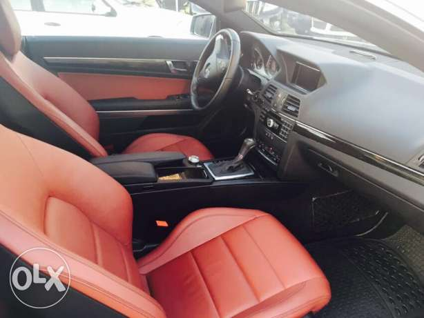 Mercedes E250 Gray/Red 2010 Fully Loaded in Excellent Condition! بوشرية -  5