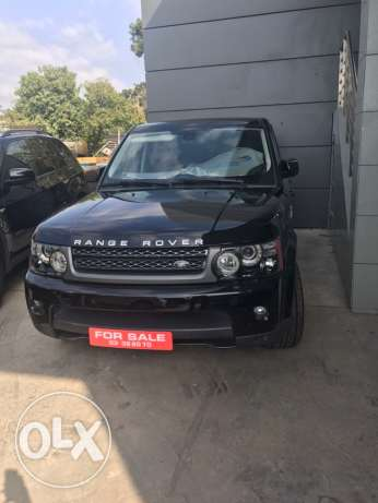 Range rover sport black on black 2010 , Rear camera , navigation,clean