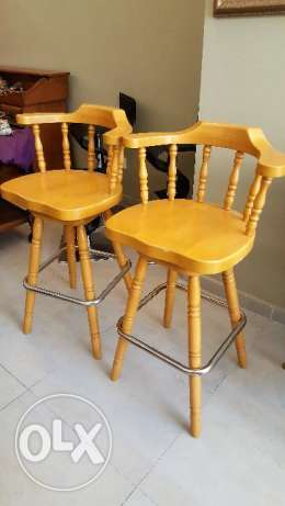 CANADIAN FURNITUre - 2 bar chairs