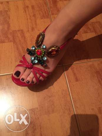 red Swarovski sandals جديدة -  2