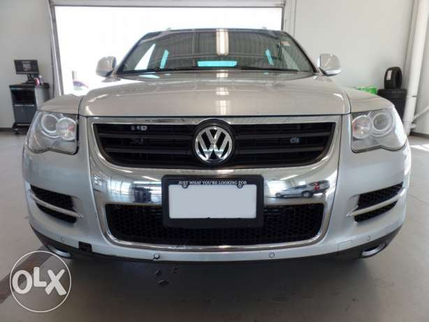 Volkswagen touareg silver jeled aswad full options khere2 clean carfax