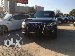 Audi Q5 2011 Black Clean Carfax in Excellent Condition!