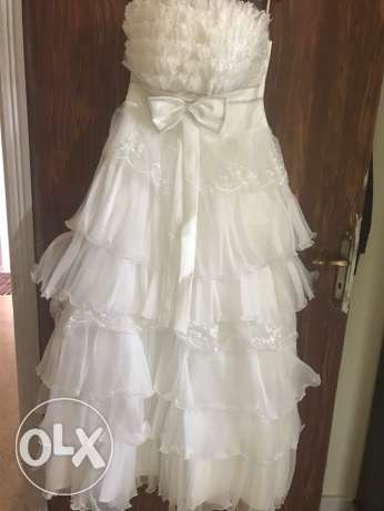 new unused wedding dress with veil and hoop ball gown(tar7a wjiponi)