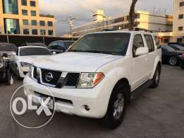 Nissan Pathfinder 2005 White in Good Condition!
