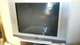 "TV 29"" with table"