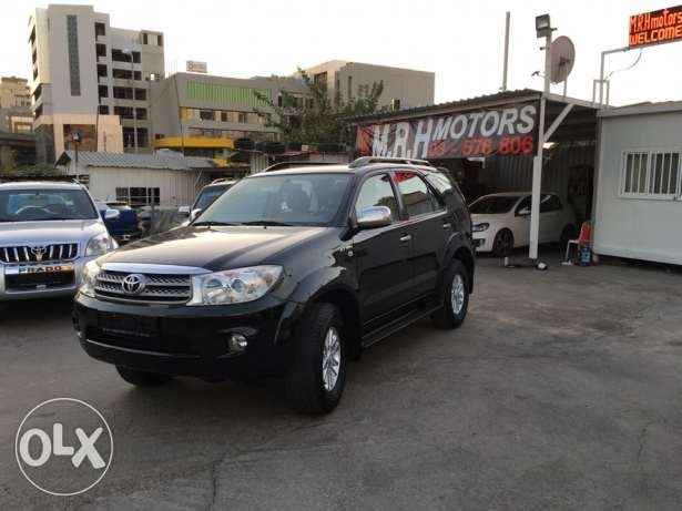 Toyota Fortuner Black 2011 Top of the Line in Excellent Condition! بوشرية -  3