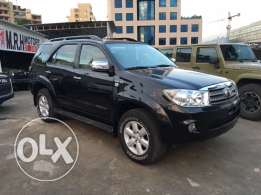 Toyota Fortuner V6 2011 Black Fully Loaded in Excellent Condition!