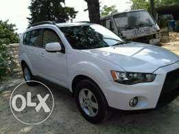 Mitsubishi outlader 2010 full option clean carfax 4x4