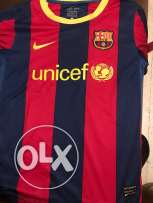 barcelona original shirt signed by puyol at seven sisters