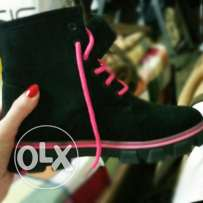 Black and pink boots with furr inside