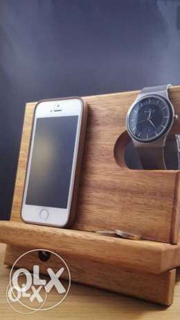 Mobile,watch,and wallet station