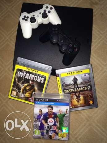 PS3 in good condition, 320Gb, 2 controllers, 3 games
