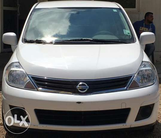 Nissan tida model 2012 super clean