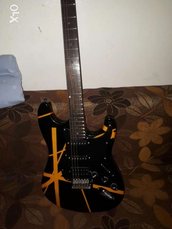 Electric guitar barely used still like new, very good condition