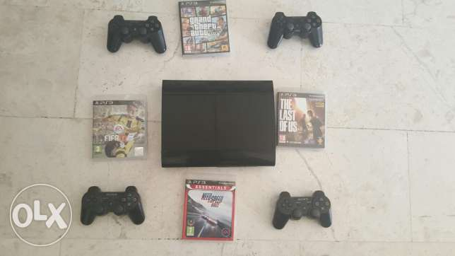 new ps3 including 4 controllers with 6 games including fifa17