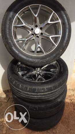 285/50R20 wheel and tire