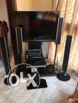 Tv LCD 37 Sony and table black and sourand dvd 4 sme3at