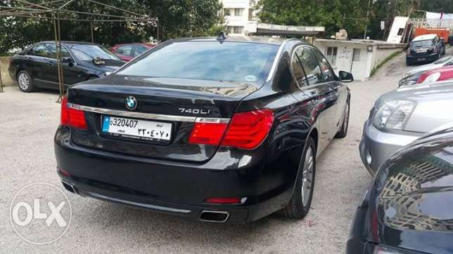 BMW 740/2009 Black مصدر الشركه فول اوبشن All maintenance done on time