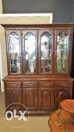 CANADIAN FURNITURE - Immaculate Solid Wood Hutch