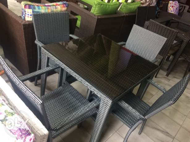 Resine table plus 4 chairs