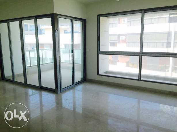 Ein Mrayseh: 190m apartment for rent