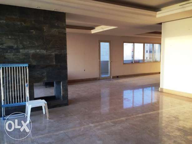 A 490 Sqm Apartment for Rent in Ramlet al-Baydah, Beirut (Ref AP1936)