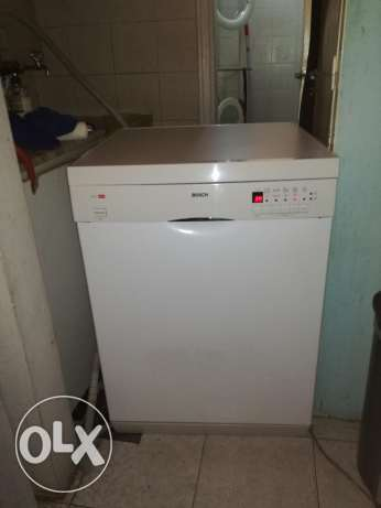 Silver Bosch dishwasher very good condition almost new