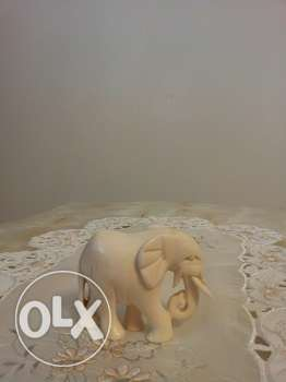 A small old beige AFRICAN elephant ,solid, 8 cms , 70 grams well made.