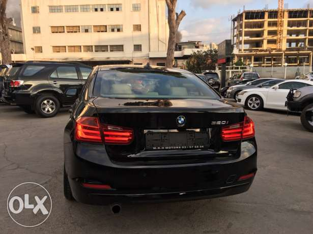 BMW 320 Black 2012 Fully Loaded in Showroom Condition! بوشرية -  7